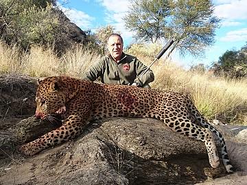 NAMIBIA LEOPARDO